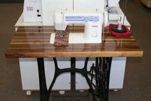 Janome 712T Sewing Machine Table #1